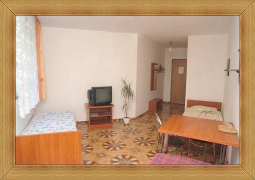 Noclegi Olsztyn Hotel SAK gościnny pokój dla 3-4 osób z łazienką i telewizorem