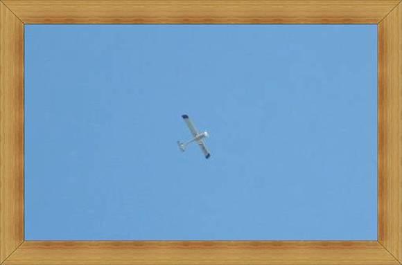 Aeroklub Olsztyn samolot na bezchmurnym niebie